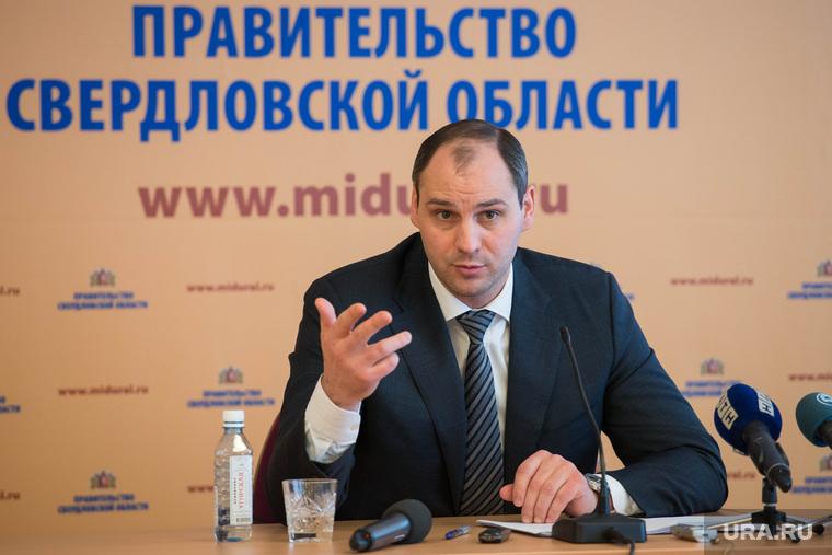 http://s.ura.ru/760/images/news/upload/articles/266/807/1036266807/101761_Itogovaya_press_konferentsiya_Denisa_Paslera_Ekaterinburg_pasler_denis_5418.3621.0.0.jpg