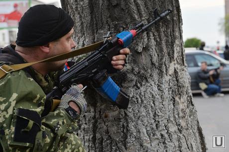 Ситуация на востоке Украины. Луганск. Захват здания МВД, автомат, луганск, захват мвд