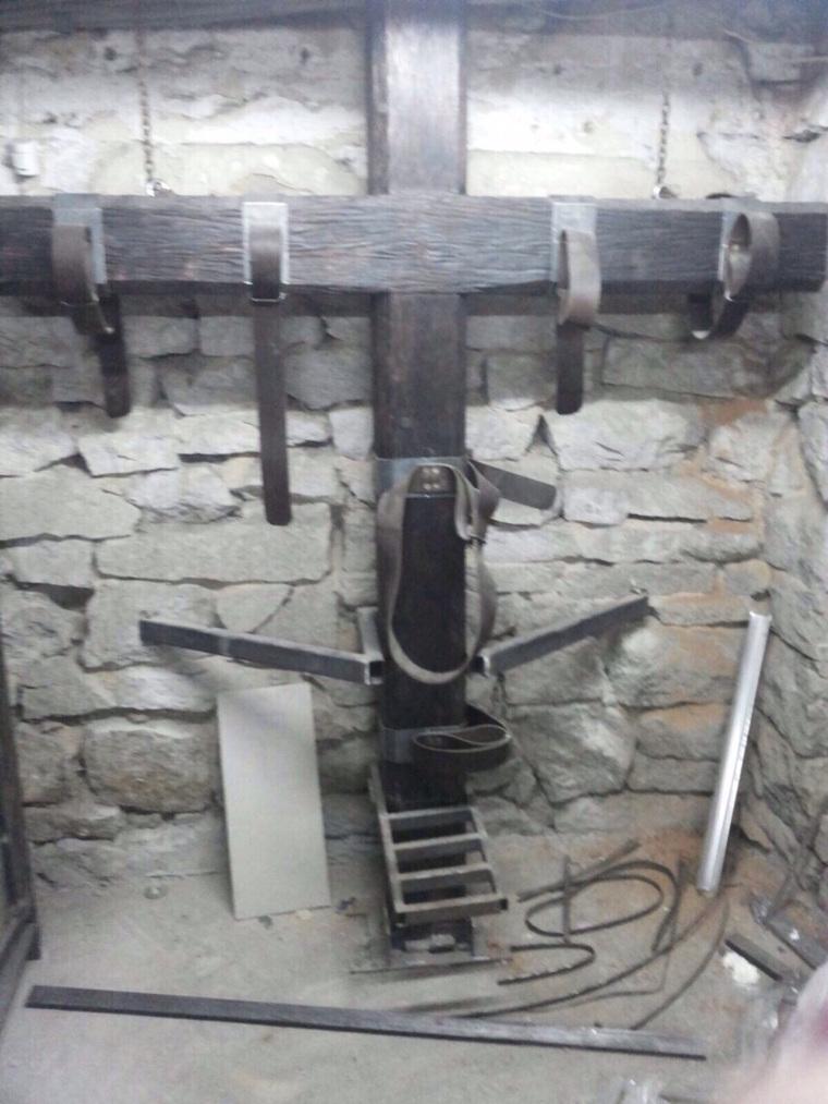 Садо пытки в подвале 28 фотография