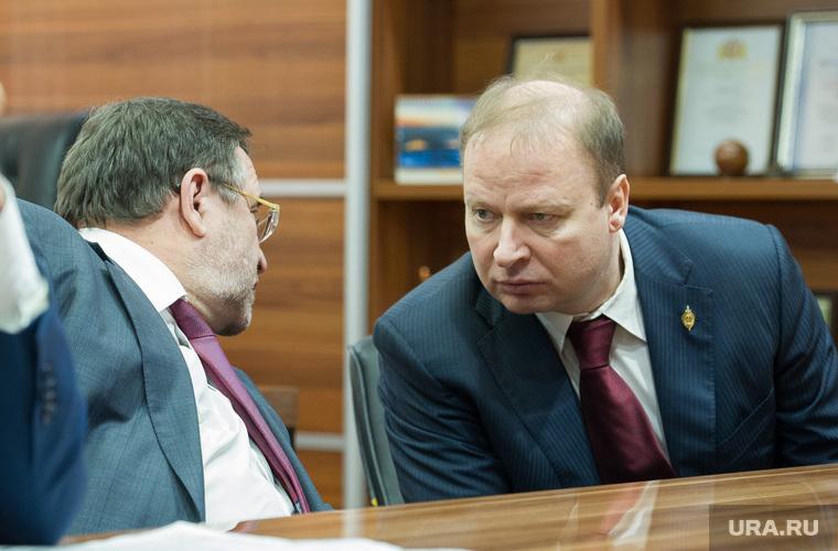 Единороссу Шептию нашли восемь «заменителей».  На пост главы отделения «ЕР» претендуют ставленник Тунгусова, бывший вице-премьер и УГМК