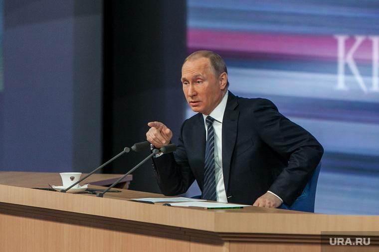 Политологи сообщили овыходе Иванова иТимченко из«ближайшего круга» В.Путина
