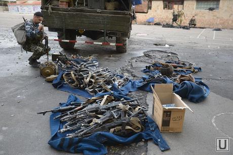 Захваченная военная часть. Луганск. Украина, оружие, трофеи, автоматы