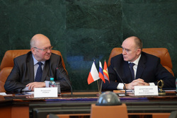 Чешский посол приехал в гости к Дубровскому. С большой компанией