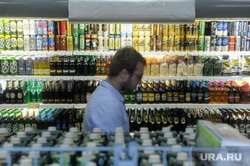 Россияне стали экономить на алкоголе из-за кризиса. Рынок стремительно падает