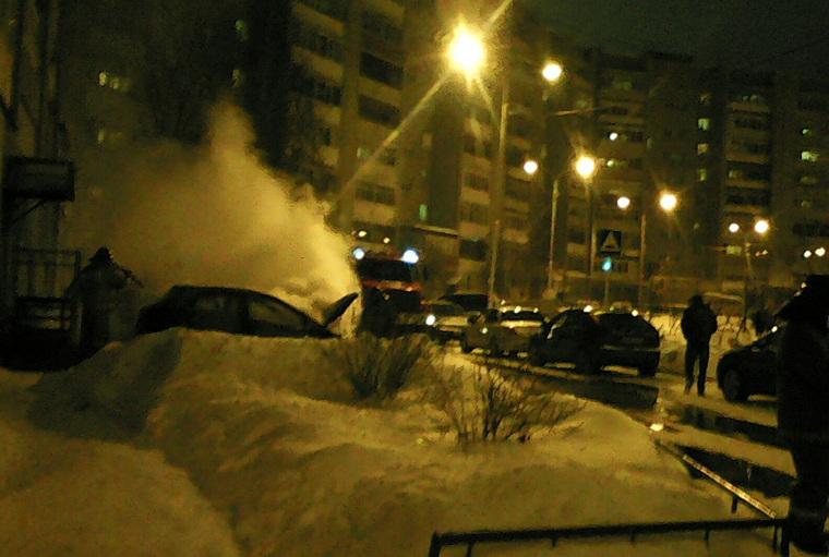 Водворе наДепутатской сгорела Мазда — Волна автомобильных пожаров