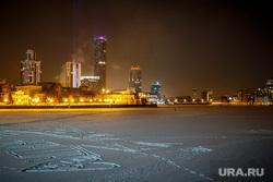 Вид на ночной зимний Екатеринбург-Сити через Городской пруд. Екатеринбург, снег, екатеринбург, екатеринбург-сити, панорама, городской пейзаж, ночной город, городской пруд, зима