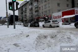 Уборка города от снега Курган, снег на дороге