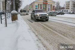 Снегопад в Кургане., город в снегу, нечищенная дорога