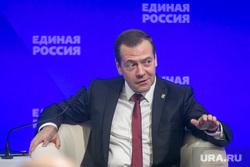 Совместное заседание высшего и генерального совета Единой России, ВДНХ. Москва, медведев дмитрий, жест рукой