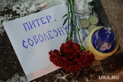Картинки по запросу цветы на месте теракта в метро в питере фото