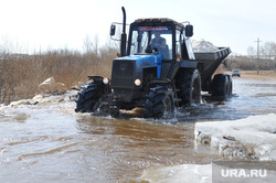 Паводок, трактор, потоп, паводок, наводнение