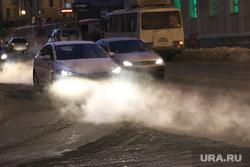 Термометр с температурой на улице. Курган, холод на улице, свет фар, автомобиль зимой