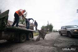 Самостоятельный ремонт дороги, силами дальнобойщиков. Первоуральск, ремонт дороги